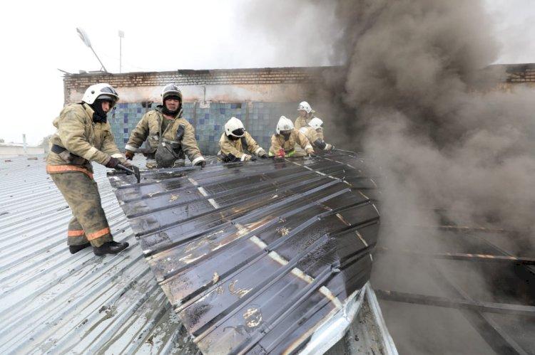 Өрт сөндірушілер Наурызбай ауданындағы ғимараттың басым бөлігін өрттен аман алып қалды