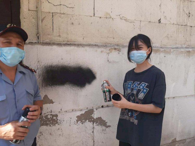 Алматыда 150-ден астам граффити-жарнама жойылды